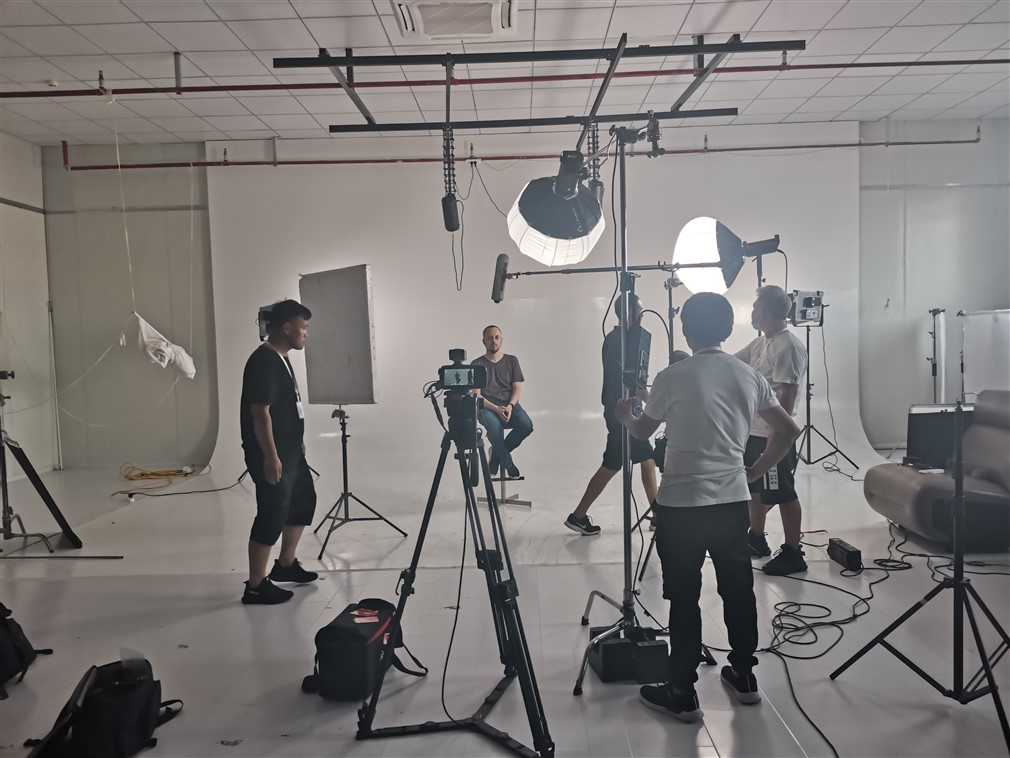 hiring shanghai cameraman  allow you to shoot different types of projects.